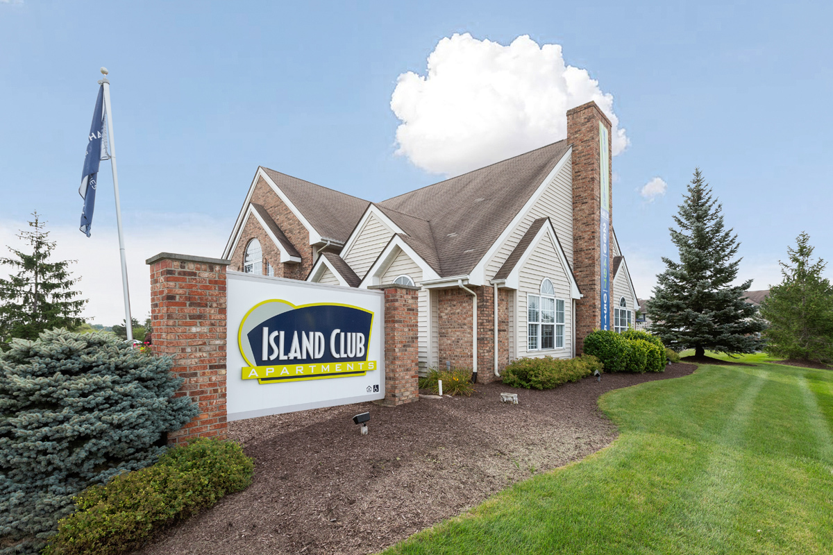 Fort Wayne, IN Apartments | Island Club | Residents